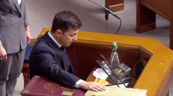 Volodymyr Zelensky: Comedian sworn in as Ukrainian president
