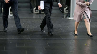 Female median  salary in business sector is lower than men's  median salary
